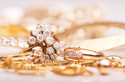 Goldschmuck mit Diamanten