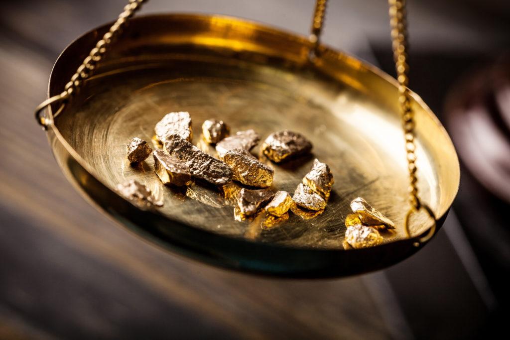 Gold auf der Waage