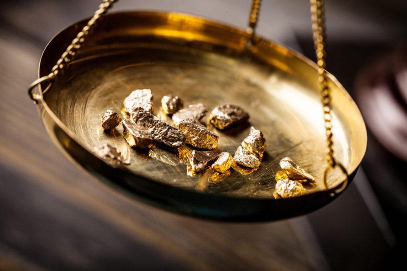 Gold auf Waage